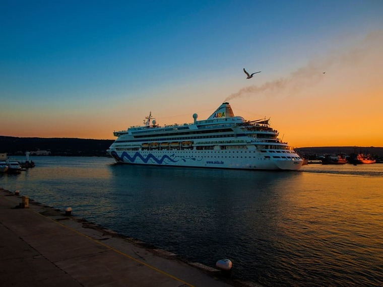 Large cruise tourism