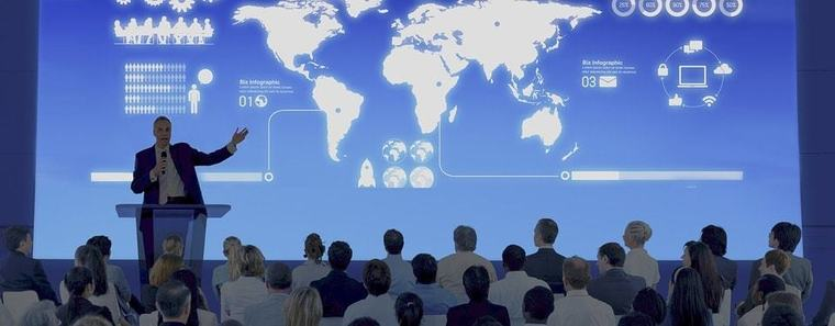Large travel manager travind